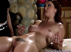 Redhead massage les pussylicked by dyke