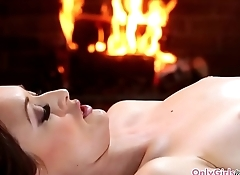 Lesbian massage babe queened by dyke