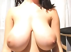 Huge tits babe free cam show