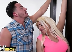 BANGBROS - Wifey Luna Star Fucks Handyman Behind Husband'_s Back