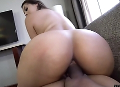 Curvy hottie seduces stepbrother using her assets