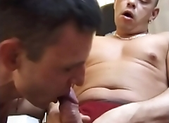 Gay dudes get horny during their workout and fuck at the gym
